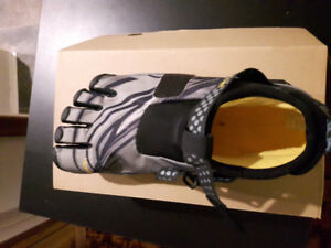Men's Vibram Five Finger Lontra Shoes Size 41