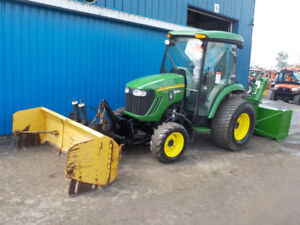 JOHN DEERE 4720 WITH SNOW PUSHER AND SNOWBLOWER