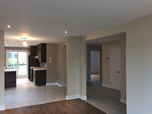 5 1/2 for rent with garage and backyard – Completely renovated