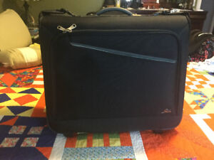 BRAND NEW SKYWAY ROLLER SUITE CASE NEVER USED