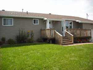 Cozy Country Bungalow 20 acres Chisholm