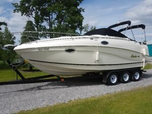 2005 RINKER FIESTA VEE 250 WITH TRI-AXLE TAILER