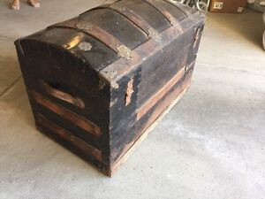 Antique Steamer Trunk. London Ontario image 2