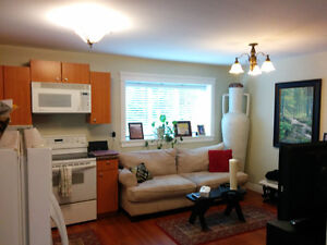 BRIGHT WALK OUT SUITE 2 BLOCKS TO WESTVIEW SHOPPPING