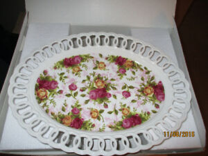 "Old Country Roses 14"" Oval Pierced Platter"