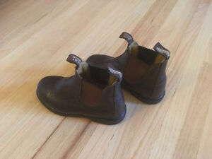 Kids Blundstone Boots Size 12 Regina Regina Area image 2
