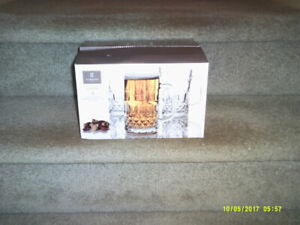 Gibson Jewelite 4 Glass Mugs, New in original Box. Cottage Time