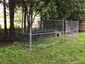 Dog Kennel/chain link fencing