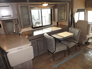 2016 Winnebago Sunova 33C - Triple Slideout - Driftwood Interior London Ontario image 6