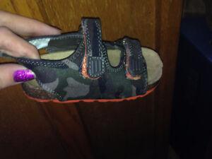 brand new joe fresh army sandles size 6