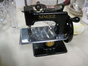 Child's Singer Sewing Machine - FROM PAST TIMES Antiques & Col