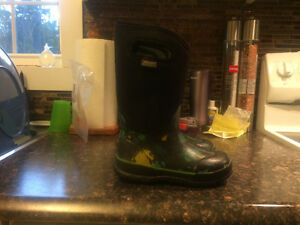 Bogs boys winter boots size 1