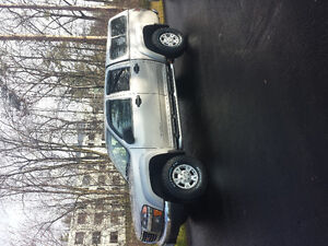 2004 GMC Canyon SLE Pickup Truck
