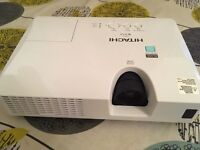 HD projector hitachi cpx7 excellent condition