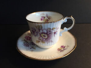 TEACUPS FOR SALE  IN BEAUTIFUL DESIGNS AND COLORS