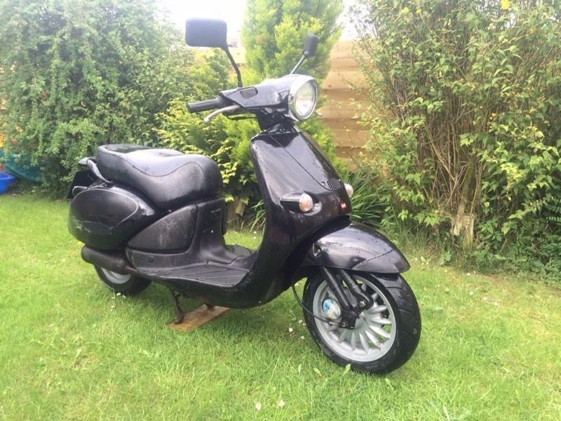 aprilia habana 50cc 50 scooter 2 stroke moped nov mot. Black Bedroom Furniture Sets. Home Design Ideas