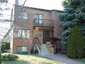 Bachelor   2 1/2 for rent in 4-plex, Chomedey, Laval.