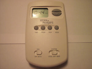 ** THERMOSTAT PROGRAMMABLE EMERSON **