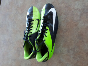 Men's NIKE football cleats $40 EUC