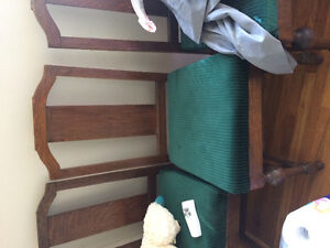 Oak table and 5 chairs Sarnia Sarnia Area image 3