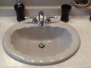 3 PIECE SINK &  4 PIECE BATHTUB  (GROHE)  FAUCET SETS WITH SINK West Island Greater Montréal image 1