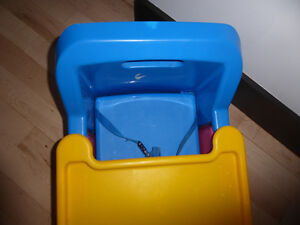 Booster seat with tray Kitchener / Waterloo Kitchener Area image 2