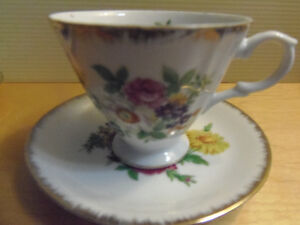 Bone China Tea Cups & Saucers, Exquisite! Lovely! Collectible! London Ontario image 5