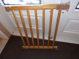 Baby gate with all parts Kawartha Lakes Peterborough Area image 1