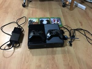 Selling XBOX ONE 2 Controllers 4 Games