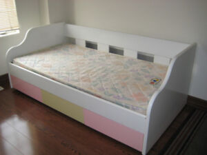 The top of quality single bed want to sell.