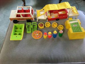 Vintage Fisher Price Little People Play Family Pop Up Camper