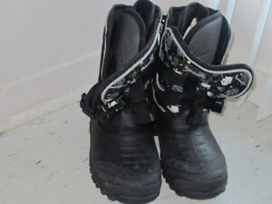 Kids thinsulate winter/snow boots size 5