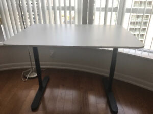 **Mint condition **IKEA desk <white >only used for six months !!