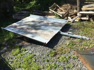 Snowmobile tilting trailer