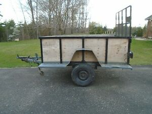 TRAILER WITH LOADING RAMP 5 1/2 X 8 FOOT BOX EXCELENT CONDITION