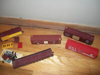 HUGE LOT OF VINTAGE MODEL TRAINS AND HO SCALE MAGNE MATIC COUPLE