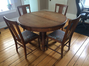 Dining room table with 6 chairs set