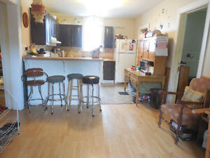 ROOMS available in Immediately Kawartha Lakes Peterborough Area image 7