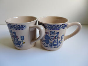 Hearts and Flowers - 2 mugs (lot 12)