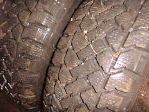 2 tire hiver comme neuf 195-70-14 non neg 50 dollars