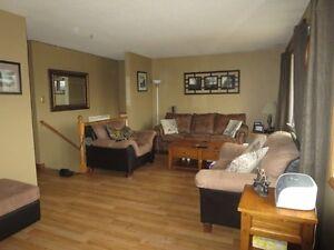 2 BEDROOM MAIN FLR, AVAILABLE MAY 1 WALKING DISTANCE TO FLEMING