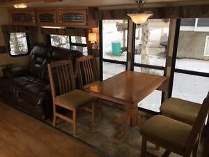 Luxury Unit NO CARPET New Leather Couch Brand New Bed & Flooring