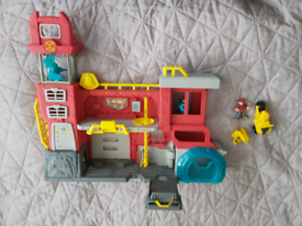 TRANSFORMERS RESCUE BOTS GRIFFIN ROCK FIREHOUSE PLAY SET