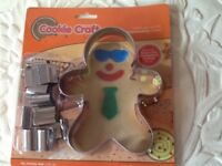 😎🍪 Cool cookie cutter with cutters to dress your cookie