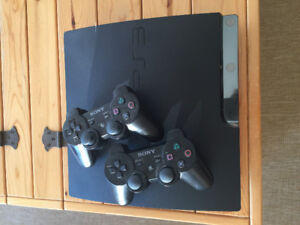 160GB PS3 Slim + 2 controllers + HDMI