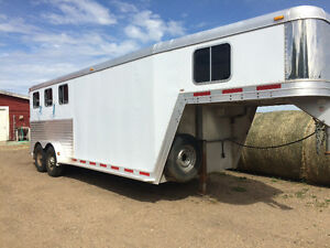 3 Horse Featherlight Trailer