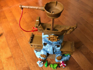 HOOKS ADVENTURE ROCK, JAKE AND THE NEVERLAND PIRATES
