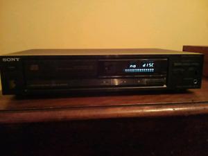 Lecteur un cd de haute qualiter sonor sony cdp-670 comme neuve a