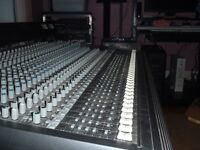 Console MACKIE 32-8 bus Mixer