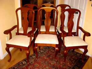 Top Condition: Solid Mahogany Queen Anne Dining Chairs Set